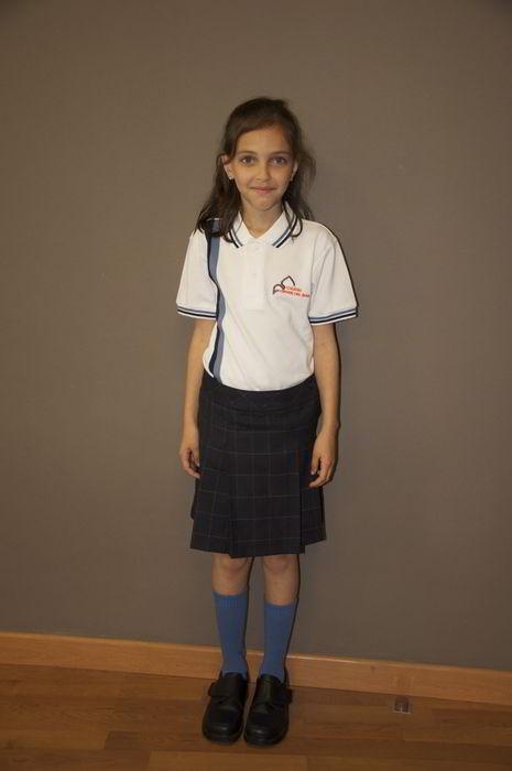 chica-uniforme
