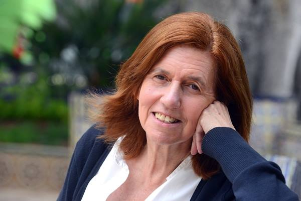 La escritora Cecilia Domínguez diserta con los alumnos de Bachillerato