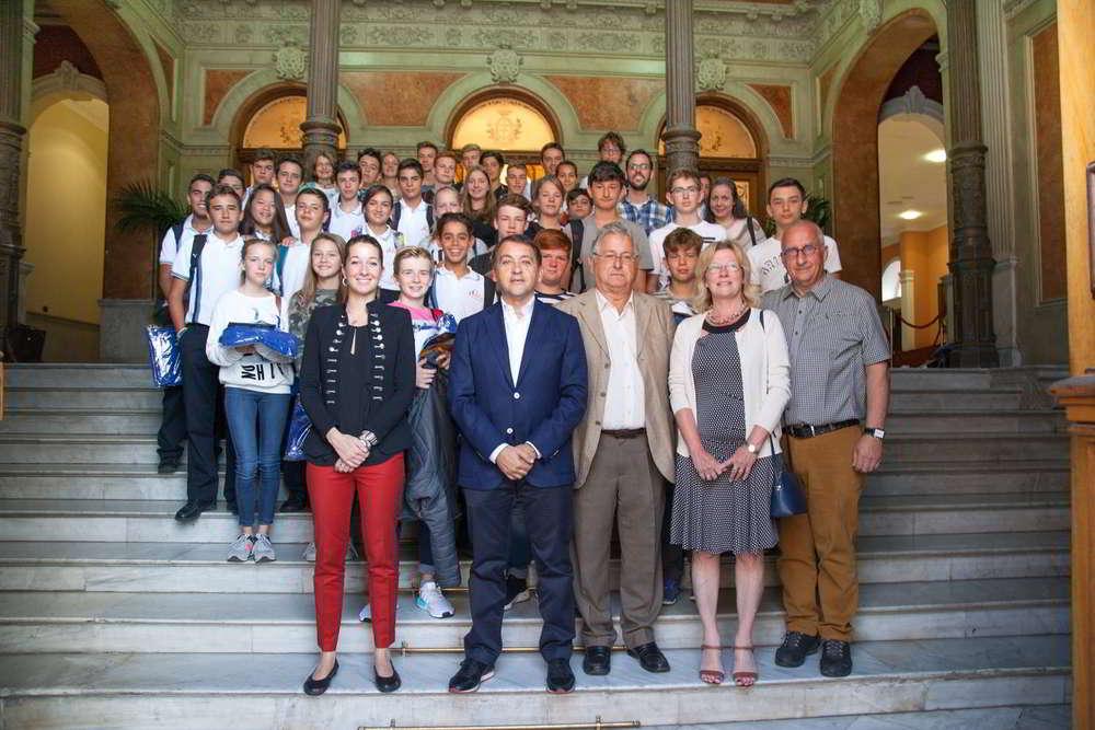 Recibimiento del alcalde de Santa Cruz de Tenerife a los alumnos del Colegio Freires Christliches y Virgen del mar
